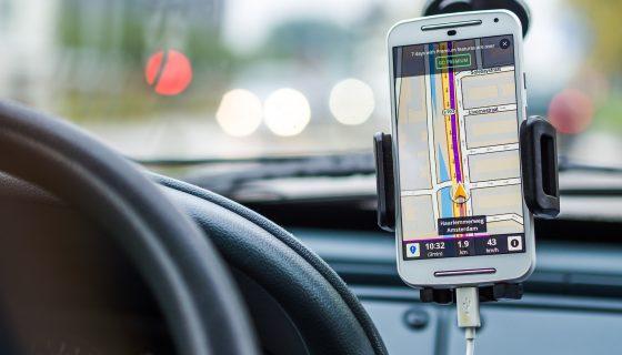 navigatie op mobiel in auto amsterdam