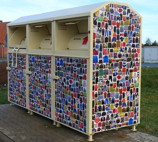 inzameling textiel kleding container